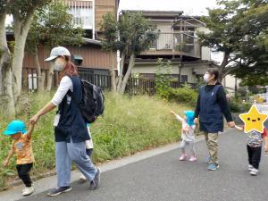 【つき組】散歩・戸外遊びの様子